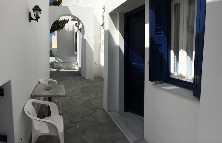 Split level serviced apartment, 5min to Naoussa -5
