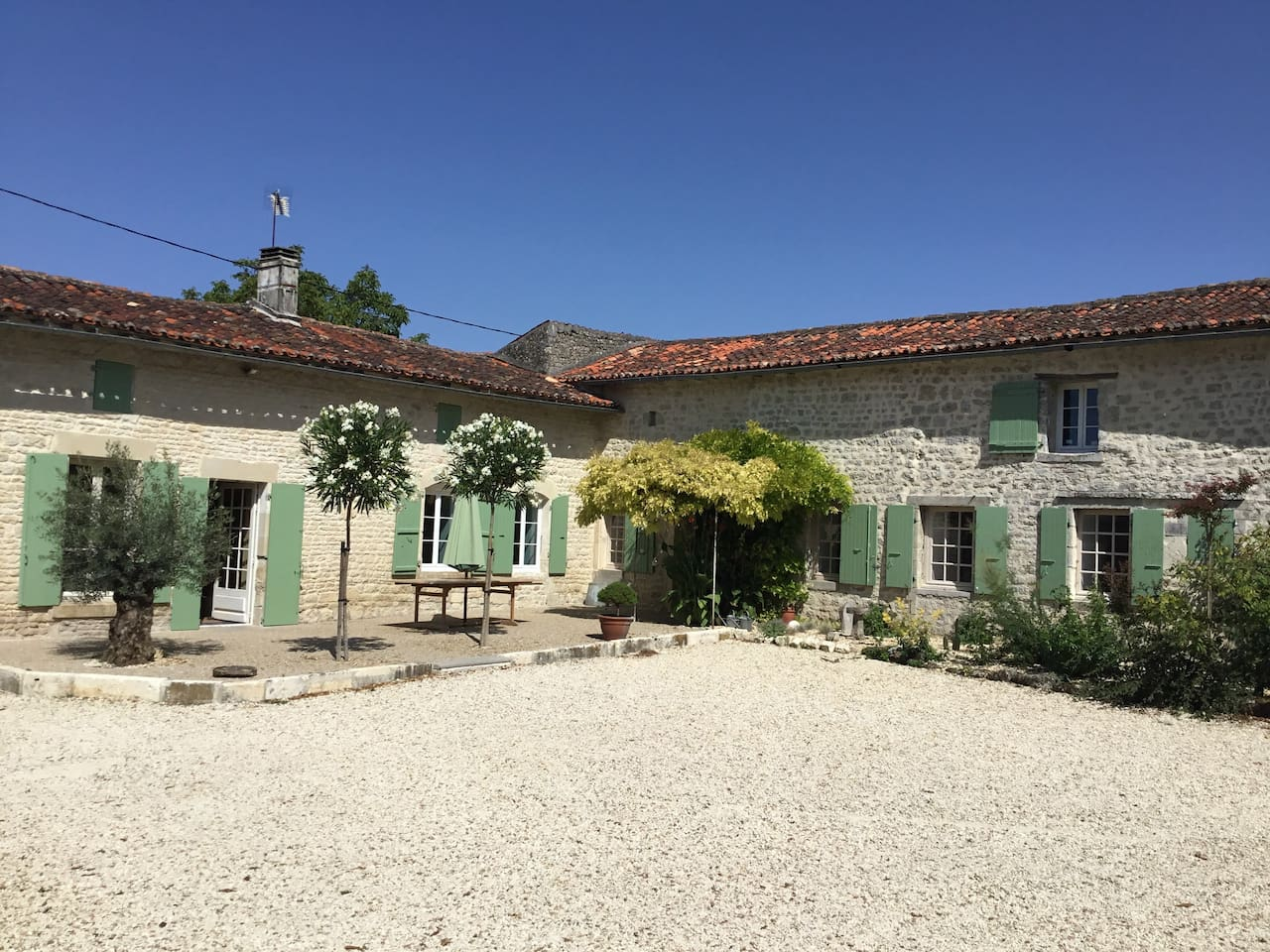 1700's Restored Farmhouse with large gated courtyard and substantial gardens