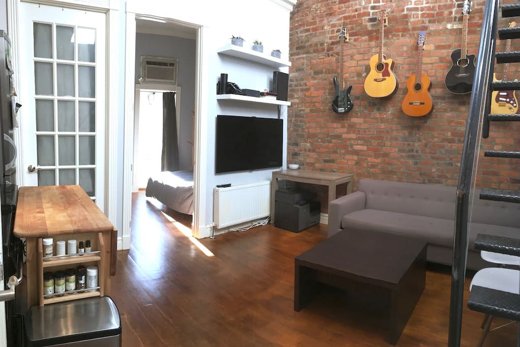 Private room bath in east village roof deck for Rooms for rent in nyc with private bathroom