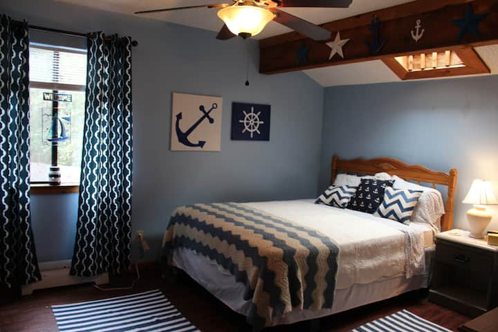 Clear Creek Nautical Room (near NavyFederal & UWF)