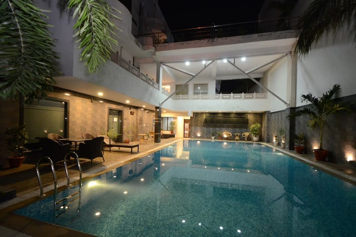 Amazing Stay with Pool Near Airport