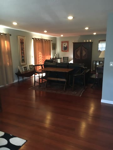 Renovated Condo - Enfield - Pis