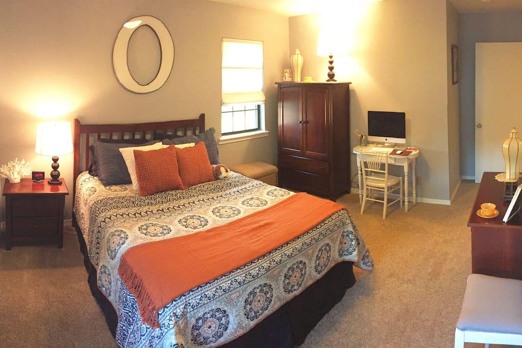 Bedroom #1- Queen