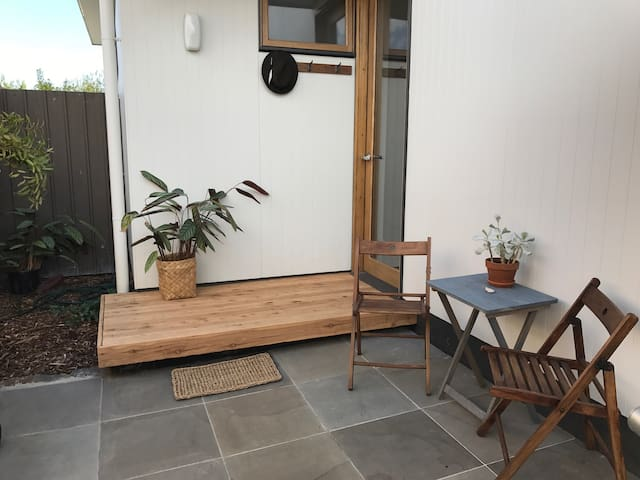 Mid-century inspired Eco Apartment - Geelong West