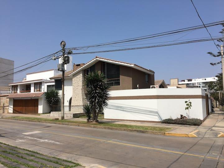 San Borja/Casa huespedes independ/1er piso/Cochera