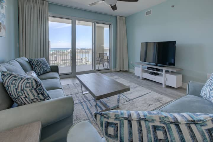 Well-equipped & located seventh-floor condo w/ balcony, shared gym, pool, & more
