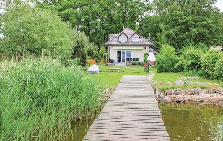 Holiday cottage with 4 bedrooms on 95m² in Nowe Warpno