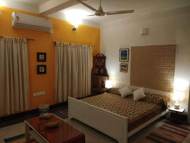 5/4 - King Room in Ballygunge