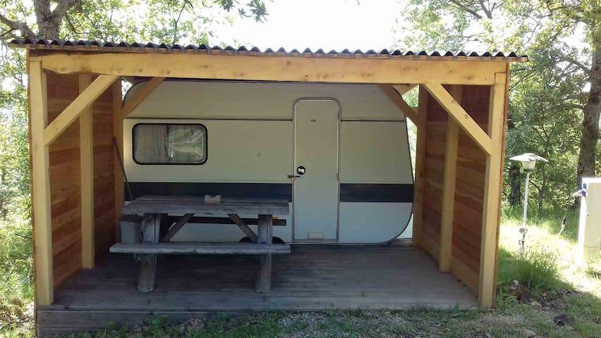 """Caravane """"JACINTHE"""" 8m2 (3 couchages)terrasse"""