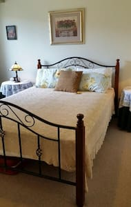 Pear Tree Cottage - Ashtonfield - Bed & Breakfast