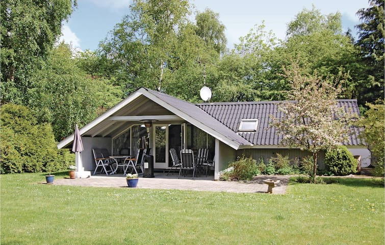 Holiday cottage with 4 bedrooms on 66 m² in Faxe Ladeplads
