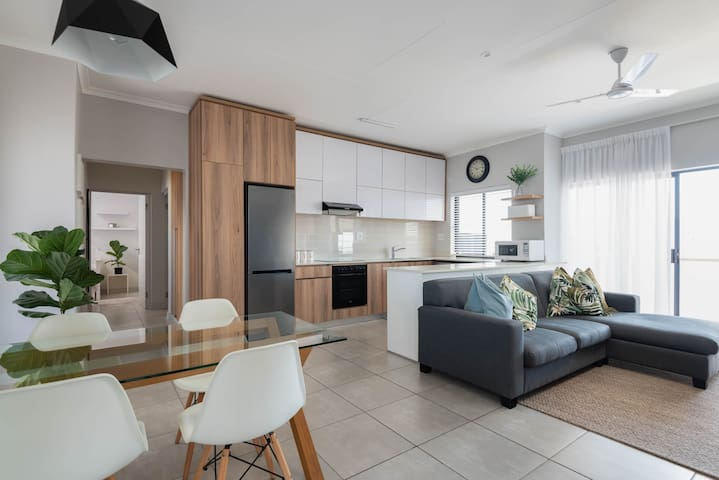 Contemporary Apartment - close to Mall, FREE Wifi