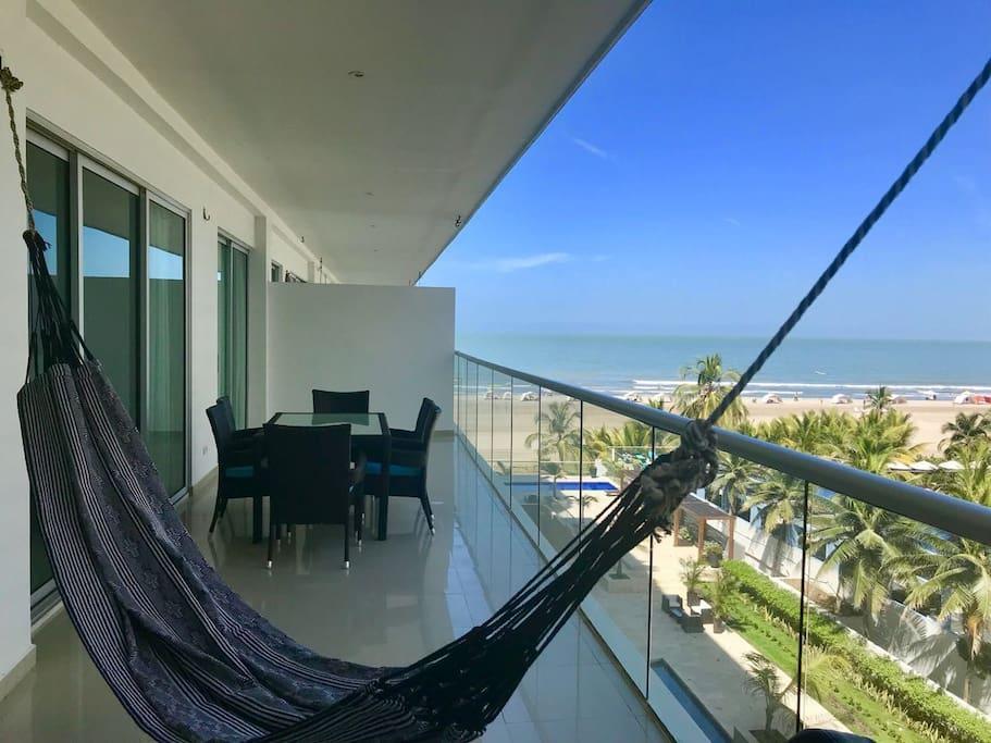 terraza grande con vista al mar.