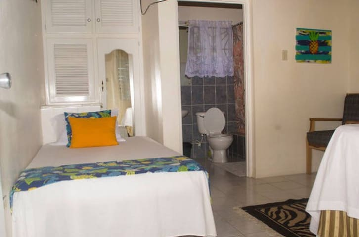 Ocean Crest Guest House - Room 8