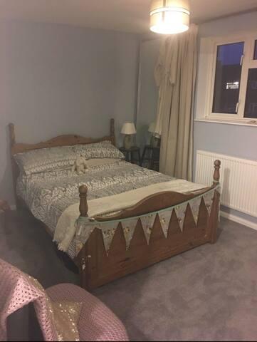 Comfortable double room in MK