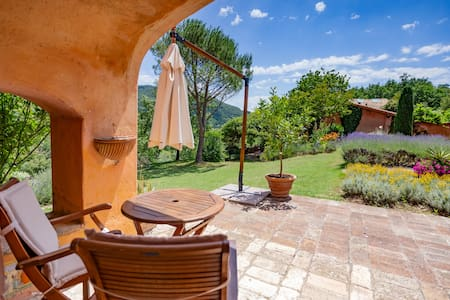 Garden facing apartment in the Assisi countryside
