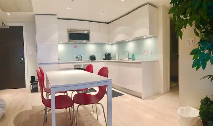 BMO CENTRE & DT |BRIGHT & COZY| 1BD w/ AC, PARKING