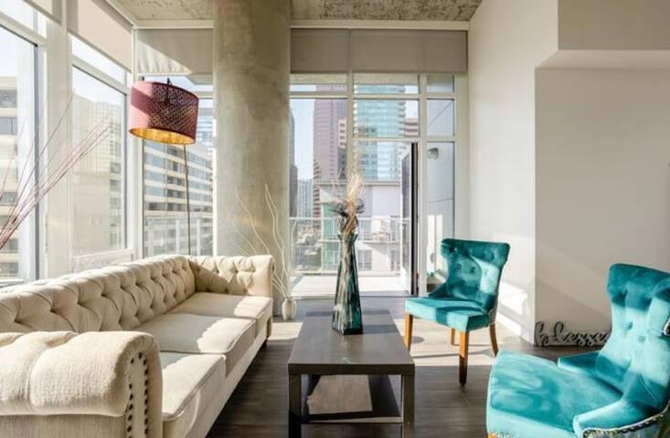 Lux2/2 highrise floor 2ceiling  loft DTLA Benz opt