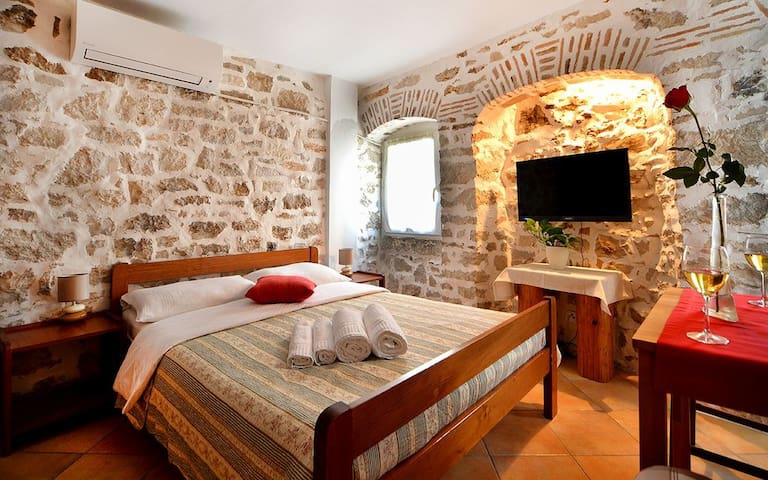 Romantic studio - Old town Vrsa