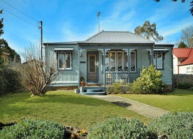 Rose Pine Cottage in Leura, Blue Mountains