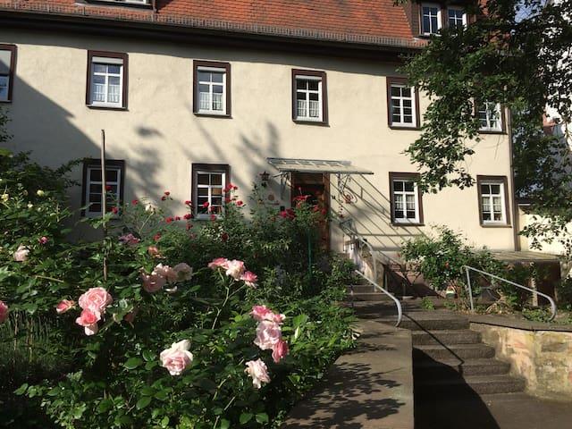 Wohnen im Amthof, im Gästehaus des Huttenschlosses