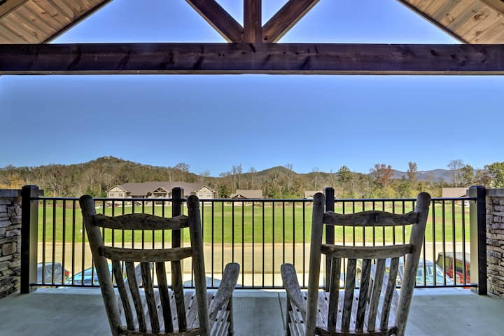 NEW! Condo w/ Balcony ~4 Mi to Great Smoky Mtn NP!