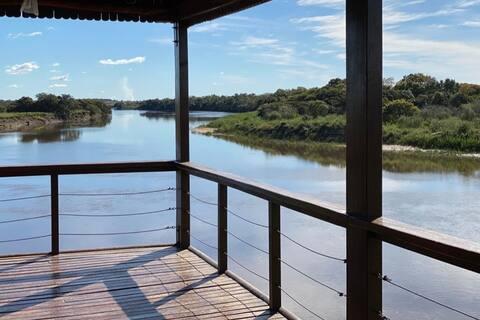 Casa sobre el Rio Tebicuary