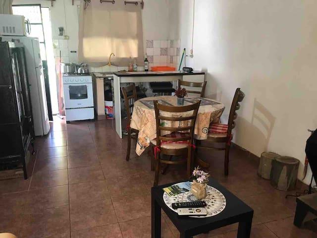 Otra foto de la cocina comedor