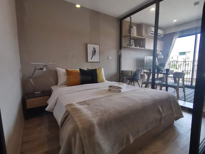 新房八折 / 沙吞区, 曼谷市中心,摩天轮夜市, BTS, BLS单卧, 游泳池, 中文接待