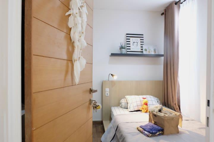 Bedroom 02.