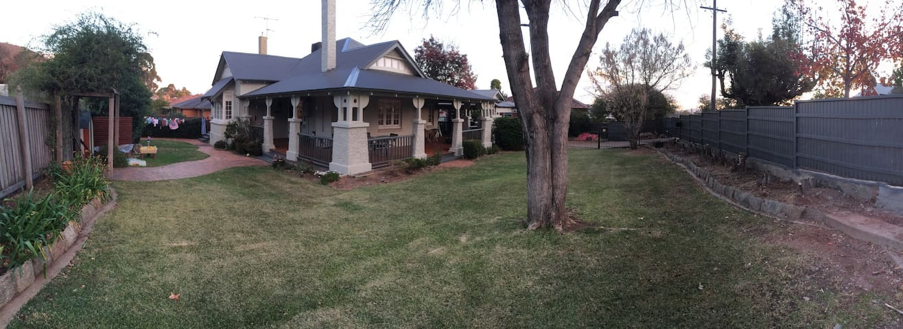 CMF Accommodation: 5 bedroom home EAST TAMWORTH - Tamworth - Huis