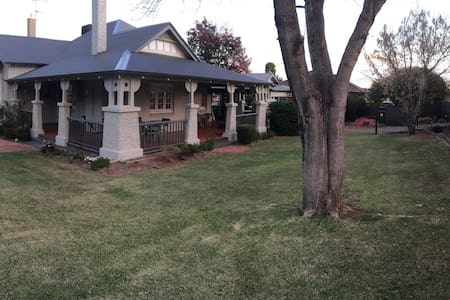 CMF Accommodation: 5 bedroom home EAST TAMWORTH - Tamworth - House
