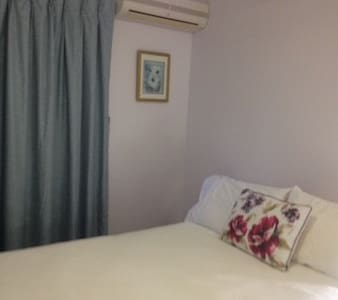 Sunny Room One, Single Bed/Shared Bathroom - Nundah - Bed & Breakfast