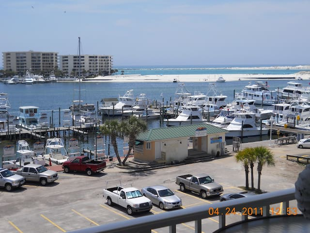 DESTIN HARBOR BOARDWALK- Central to Destin