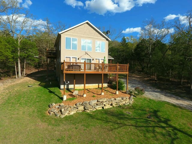 1200 sqft Lakeside Home w/ Hot Tub, 150' to Water! - Blue Eye - Casa
