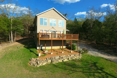 1200 sqft Lakeside Home w/ Hot Tub, 150' to Water! - Blue Eye - Hus