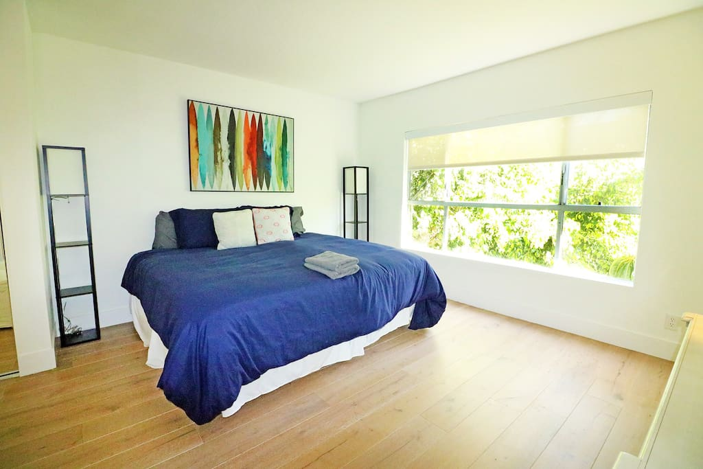 5 Star Beautiful 3 Bedroom Apt With Large Sundeck Apartments For Rent In West Hollywood