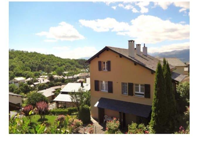 Belle maison sud vue montagne - Err - บ้าน