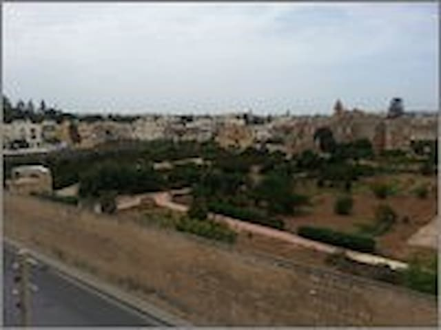 3 Double Bedroom  Central  with Privacy and Views - Balzan - Apartment