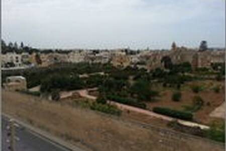 3 Double Bedroom  Central  with Privacy and Views - Balzan