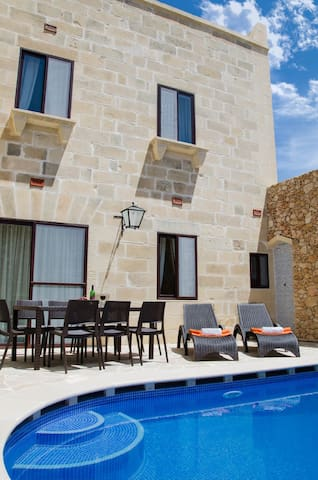 TRANQUILITY B&B, PRIVATE ROOM/ENSUITE/POOL - Xagħra - Bed & Breakfast