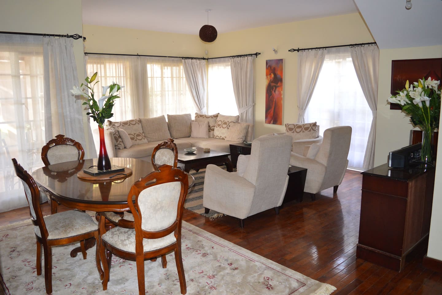 Formal Living room on the ground floor with large windows allowing for plenty of natural light. 3 Double doors enable access to front and small well kept garden-great for chillout and entertaining guests.