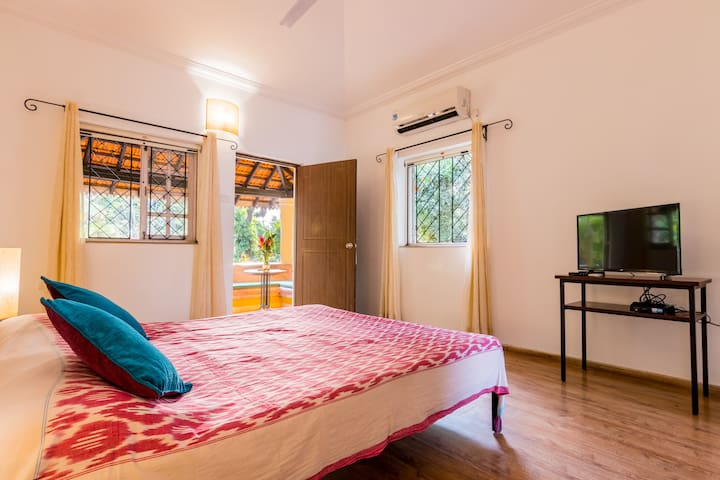 A Romantic Poolside Suite in Anjuna