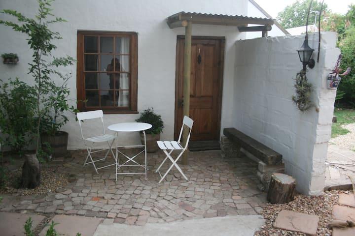 Carol's Cottages - room 1