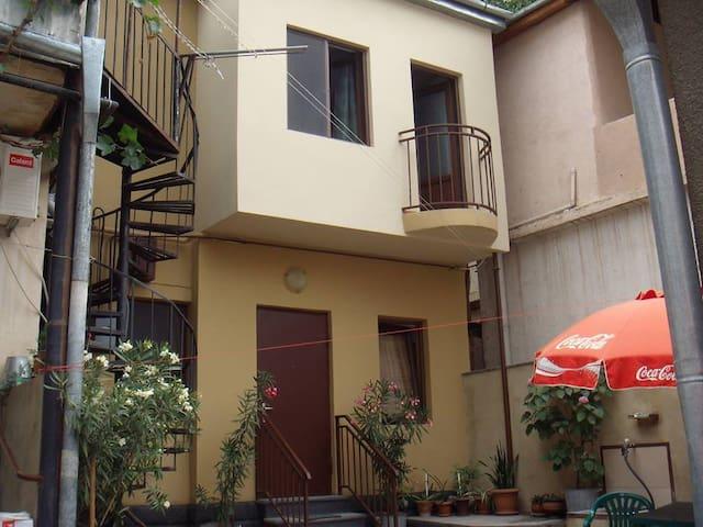 beqa's guesthouse - Tiflis - Haus
