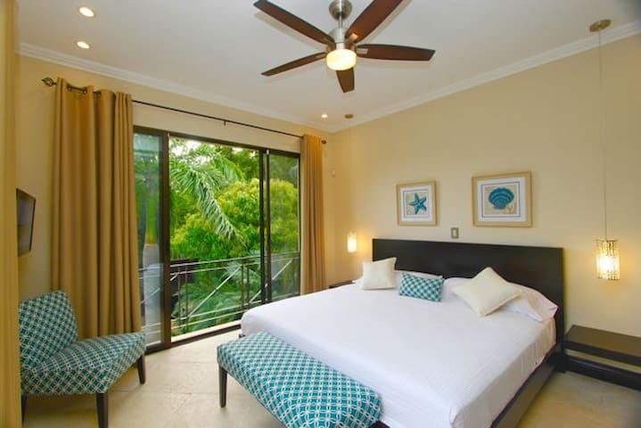 STUNNING 3 BED IN SUITE  SAFE & BIG  AT THE BEACH!