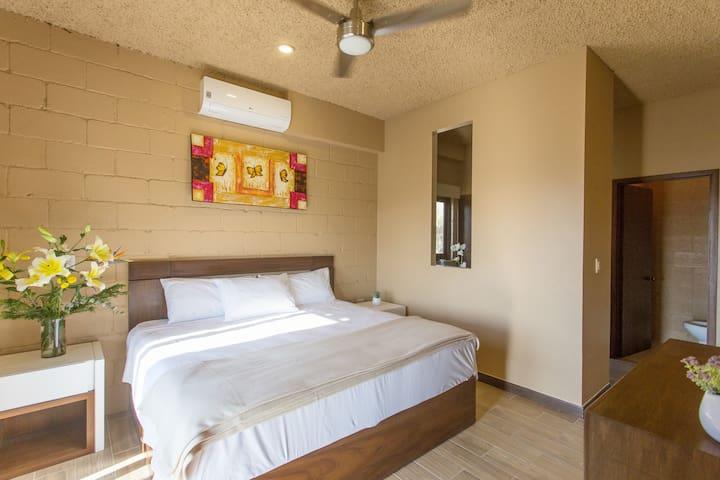 ❤️ Modern King Suite w/ Sunny Oceanview Terrace ❤️