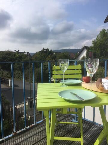 Schönes Zimmer mit eigenem Bad und Balkon