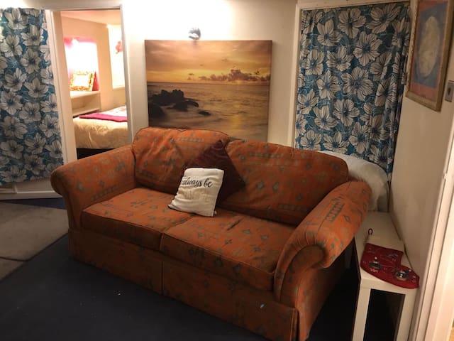 One bed flat off Bath road!