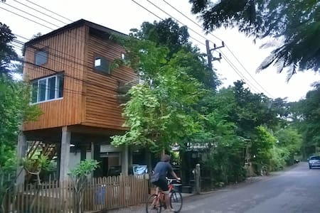 Modern treehouse in the foothills of Doi Suthep - Chiang Mai